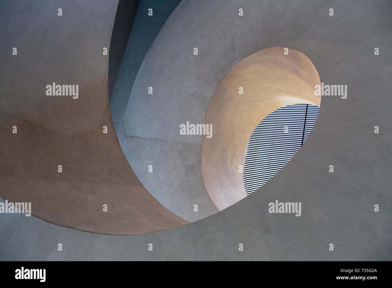 Émirats arabes unis, Abu Dhabi, Masdar City, escalier détail dans la station de la PRT de Masdar Masdar Institute of Science et technologie conçue par les architectes F Photo Stock