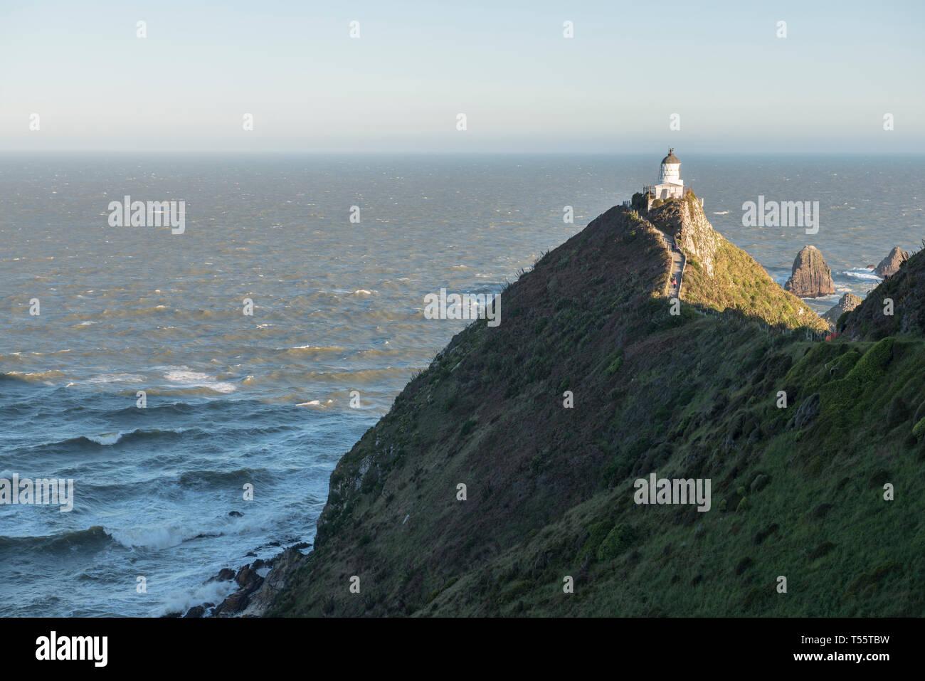 Phare sur Nugget Point dans l'Otago, Nouvelle-Zélande Banque D'Images