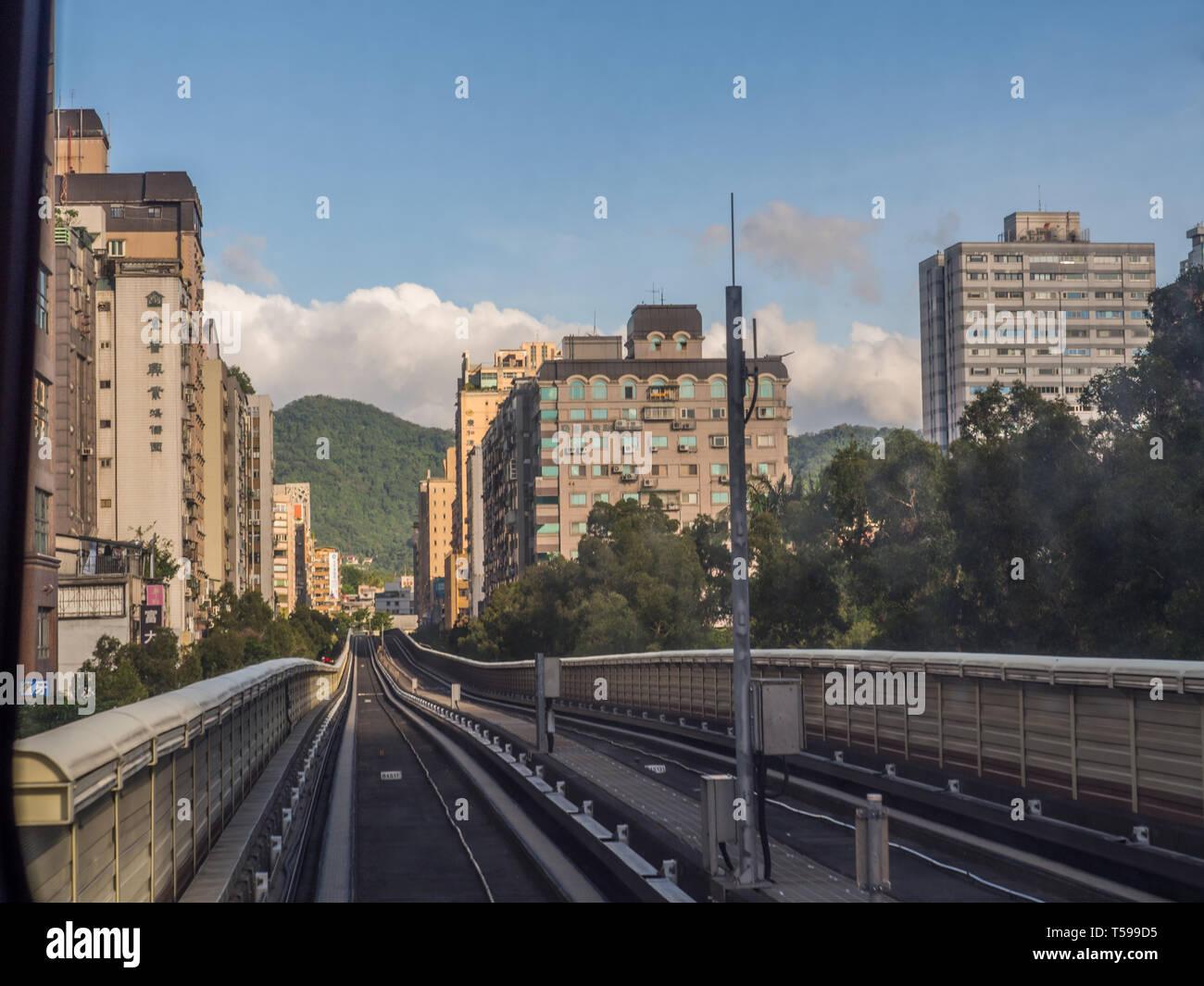 Taipei, Taiwan - le 19 octobre 2016: Les voies de la ligne de métro de brun dans la ville de Taipei. L'Asie. Photo Stock
