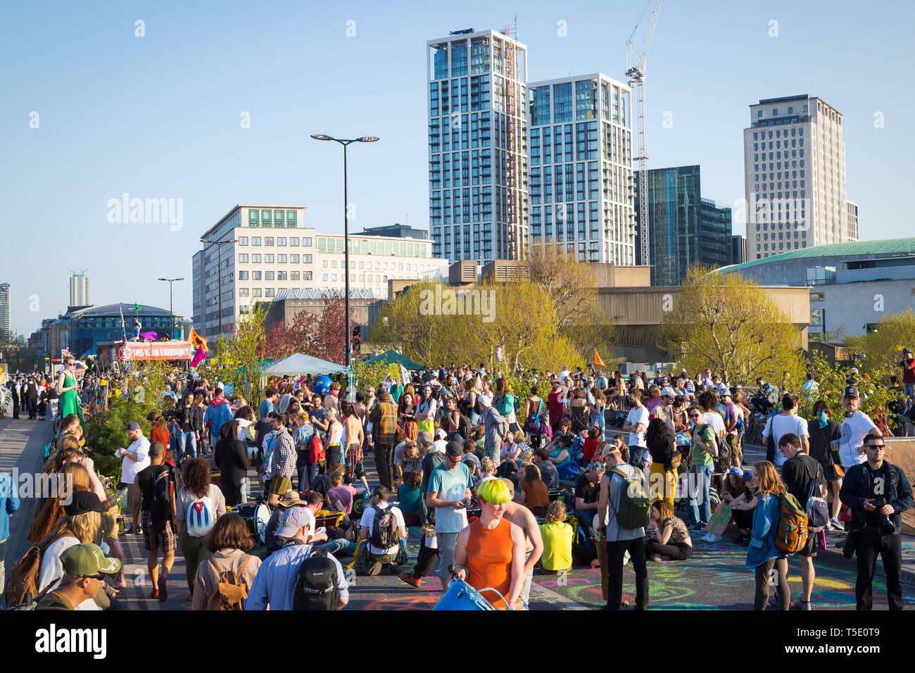 Rébellion Extinction manifestants sur Waterloo Bridge, Londres Banque D'Images