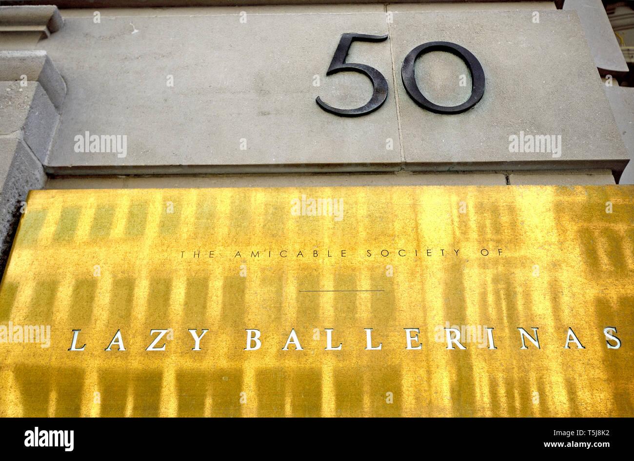 Londres, Angleterre, Royaume-Uni. Le règlement amiable de la société ballerines paresseux - Bar à Vin 50 rue de la flotte Photo Stock