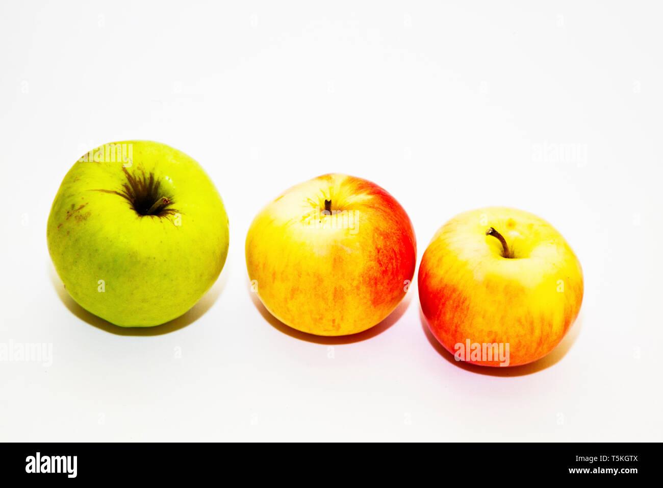Pommes sur fond blanc Photo Stock