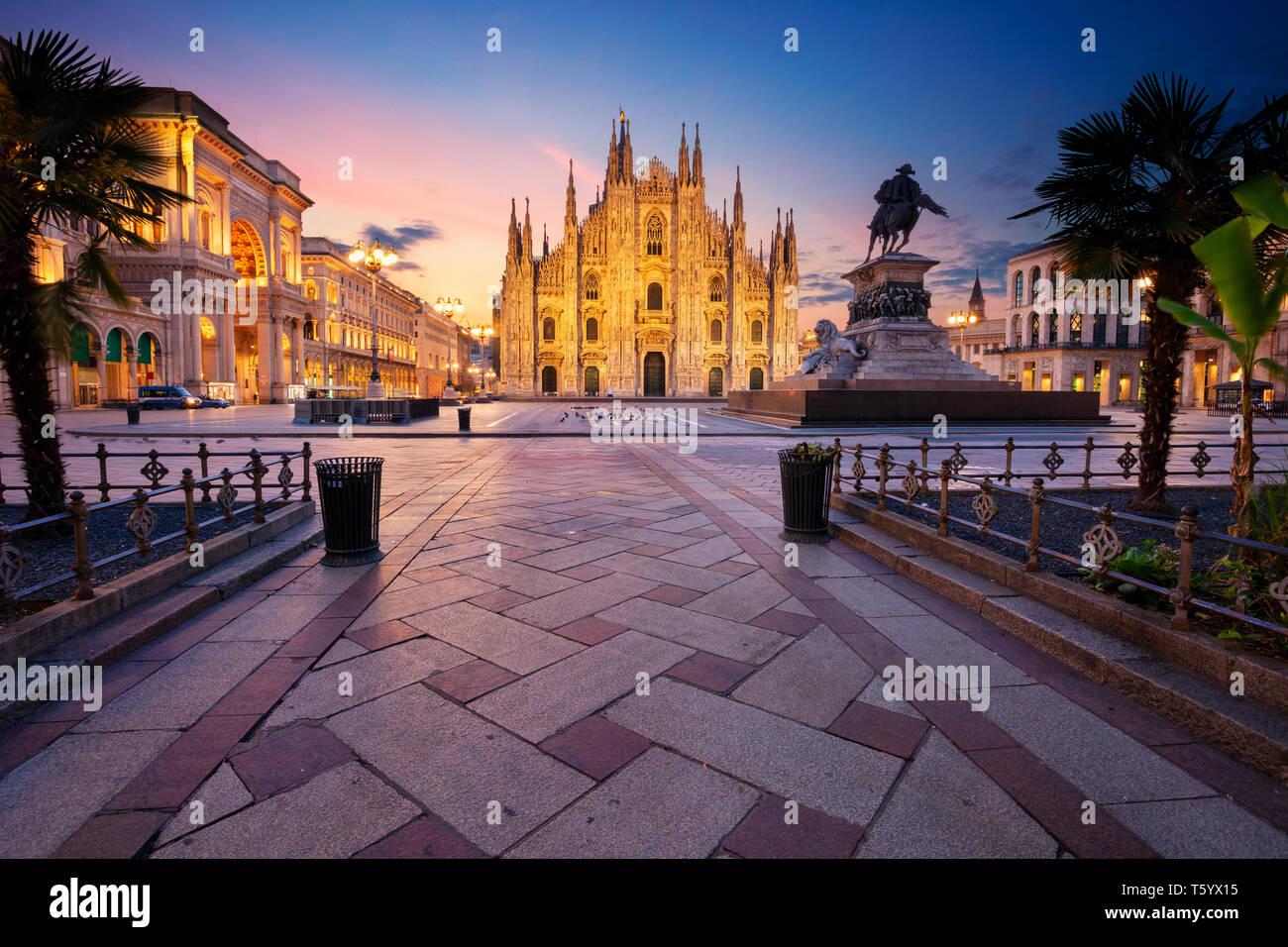 Milan, Italie. Cityscape image de Milan, Italie avec la cathédrale de Milan pendant le lever du soleil. Banque D'Images