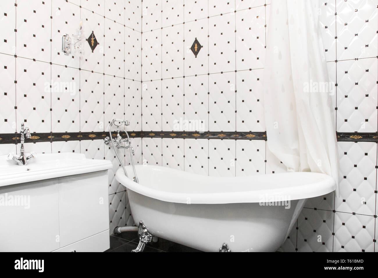 Intérieur salle de bains de style art déco. Salle de bains ...