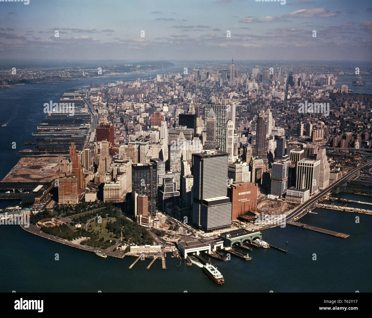 1970 CENTRE-VILLE DE MANHATTAN À L'ANTENNE DE BATTERY PARK WORLD TRADE CENTER EN CONSTRUCTION NYC USA - KR15724 KRU001 HARS, États-Unis d'Amérique AMÉRIQUE DU NORD NEW YORK DES BÂTIMENTS DU CENTRE-VILLE DE PORT LA LIBERTÉ DE L'AMÉRIQUE DU NORD LA STRUCTURE OBJECTIFS RÊVES CENTRE URBAIN HIGH ANGLE PROPRIÉTÉ AVENTURE EXCITATION PROGRÈS GOTHAM AU NORD-EST DE L'INNOVATION VOYAGE États-unis BATTERIE OCCASION FIERTÉ IMMOBILIER NYC NEW YORK SUR LA CÔTE EST DE L'édifice de l'IMAGINATION DES STRUCTURES VILLES NEW YORK LA CRÉATIVITÉ DES STATIONS DE CROISSANCE VUE AÉRIENNE DU QUARTIER FINANCIER DE LA RIVIÈRE EAST HUDSON RIVER Lower Manhattan old fashioned Photo Stock