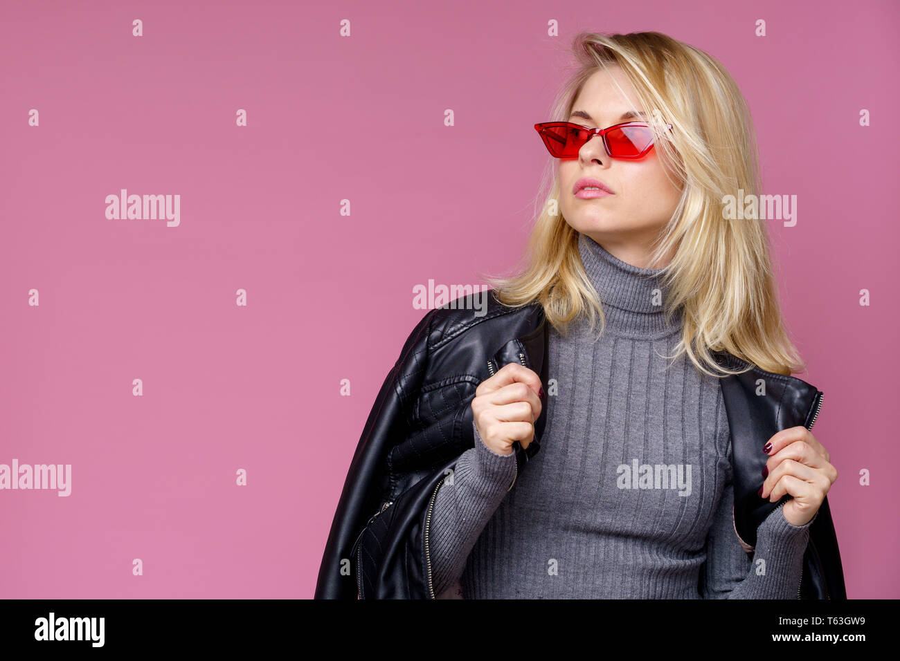 concepteur neuf et d'occasion sélectionner pour véritable disponible Blonde Model Leather Jacket Photos & Blonde Model Leather ...