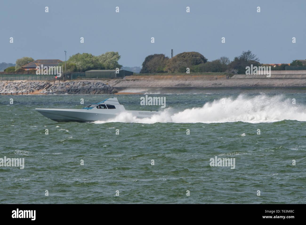 Hero Force Stealth attaque bateau