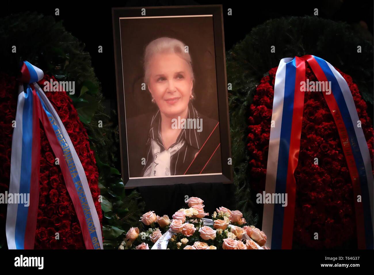 Moscou, Russie. Apr 29, 2019. Moscou, Russie - le 29 avril 2019: Un portrait de l'Elina actrice russe Bystritskaya au cours d'une cérémonie de départ à l'Théâtre Maly. Bystritskaya est décédé le 26 avril 2019, âgé de 91 ans. Anton/Novoderezhkin Crédit: TASS ITAR-TASS News Agency/Alamy Live News Banque D'Images