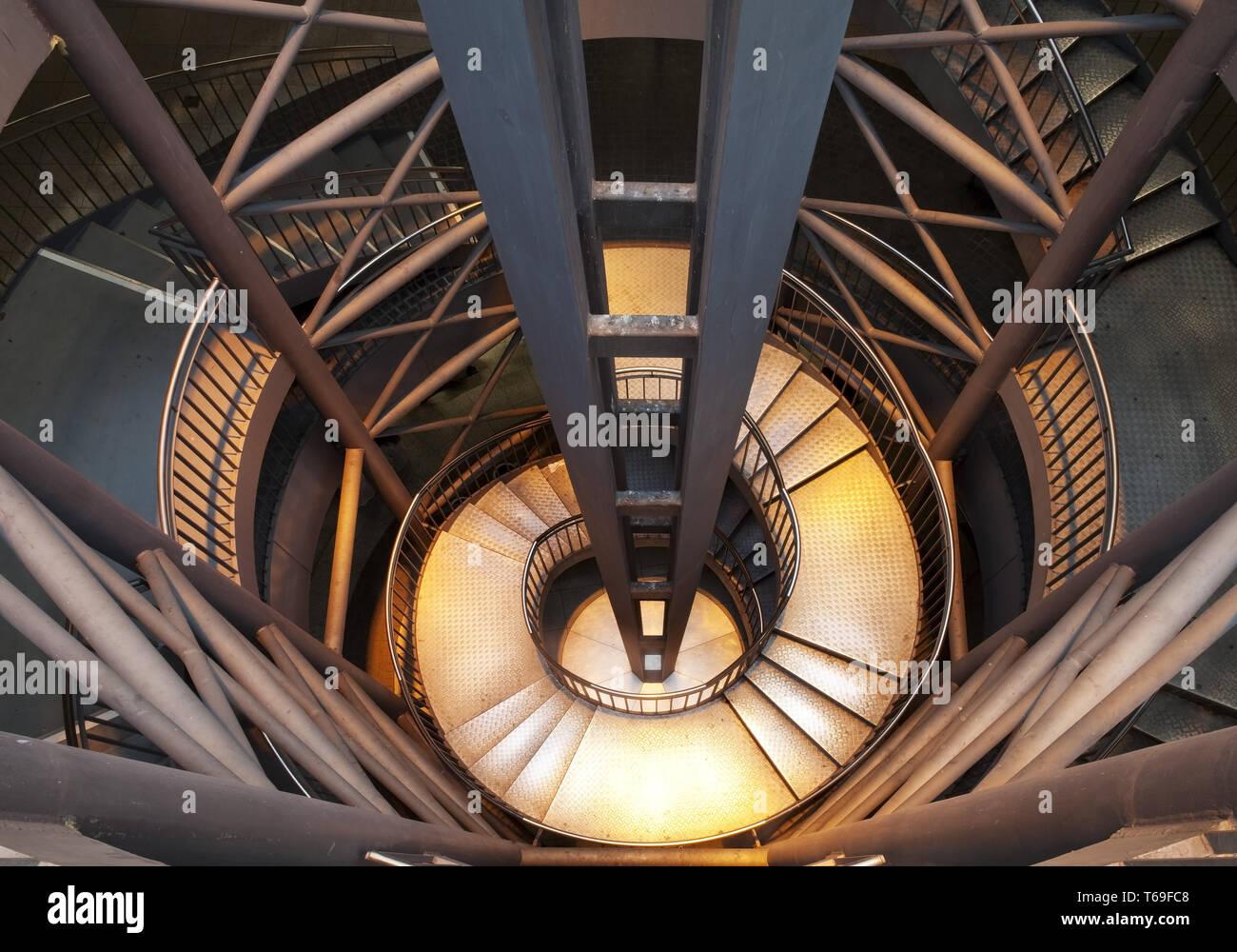 Des escaliers à la station de métro Reinoldikirche, Dortmund, Ruhr, Allemagne Photo Stock