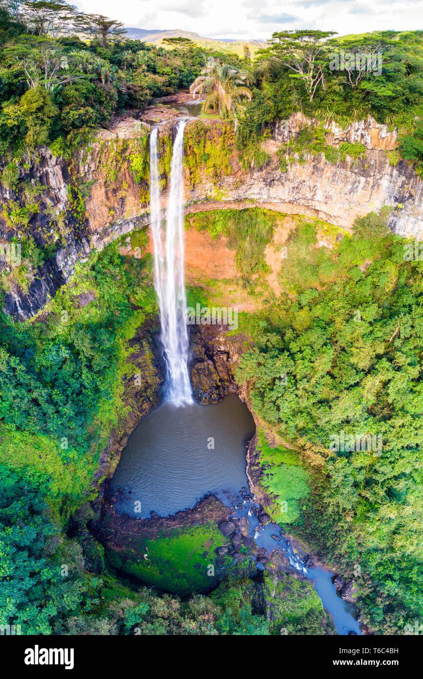 Vue aérienne de la cascade de Chamarel. Rivière Noire, Chamarel (Noir), Maurice, Afrique du Sud Banque D'Images