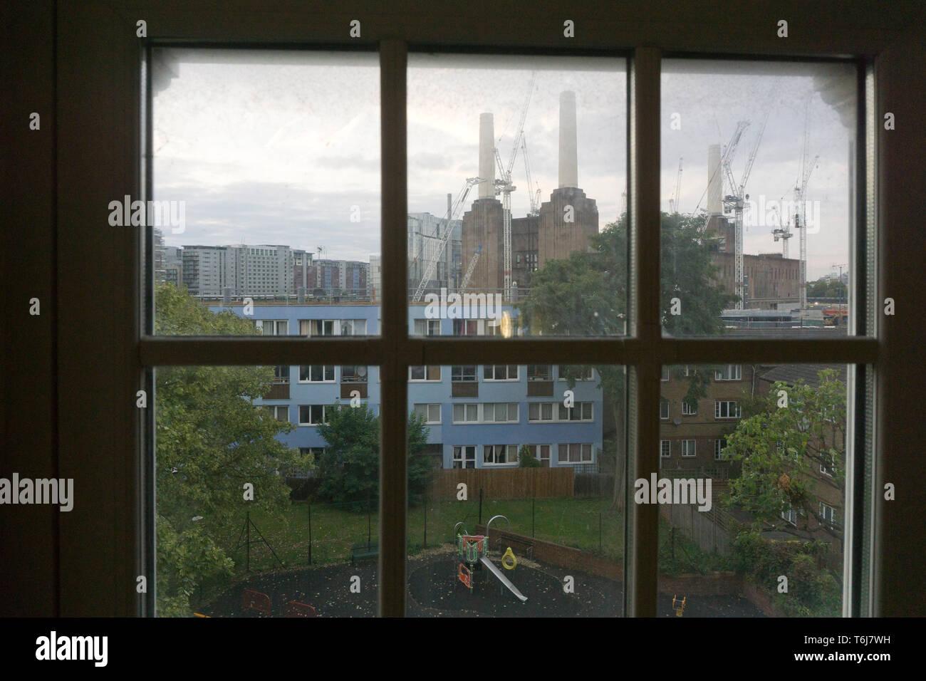 Une aire de jeux pour enfants est illustré à Seldon House estate près de Battersea Power Station le 20 septembre 2017. Banque D'Images