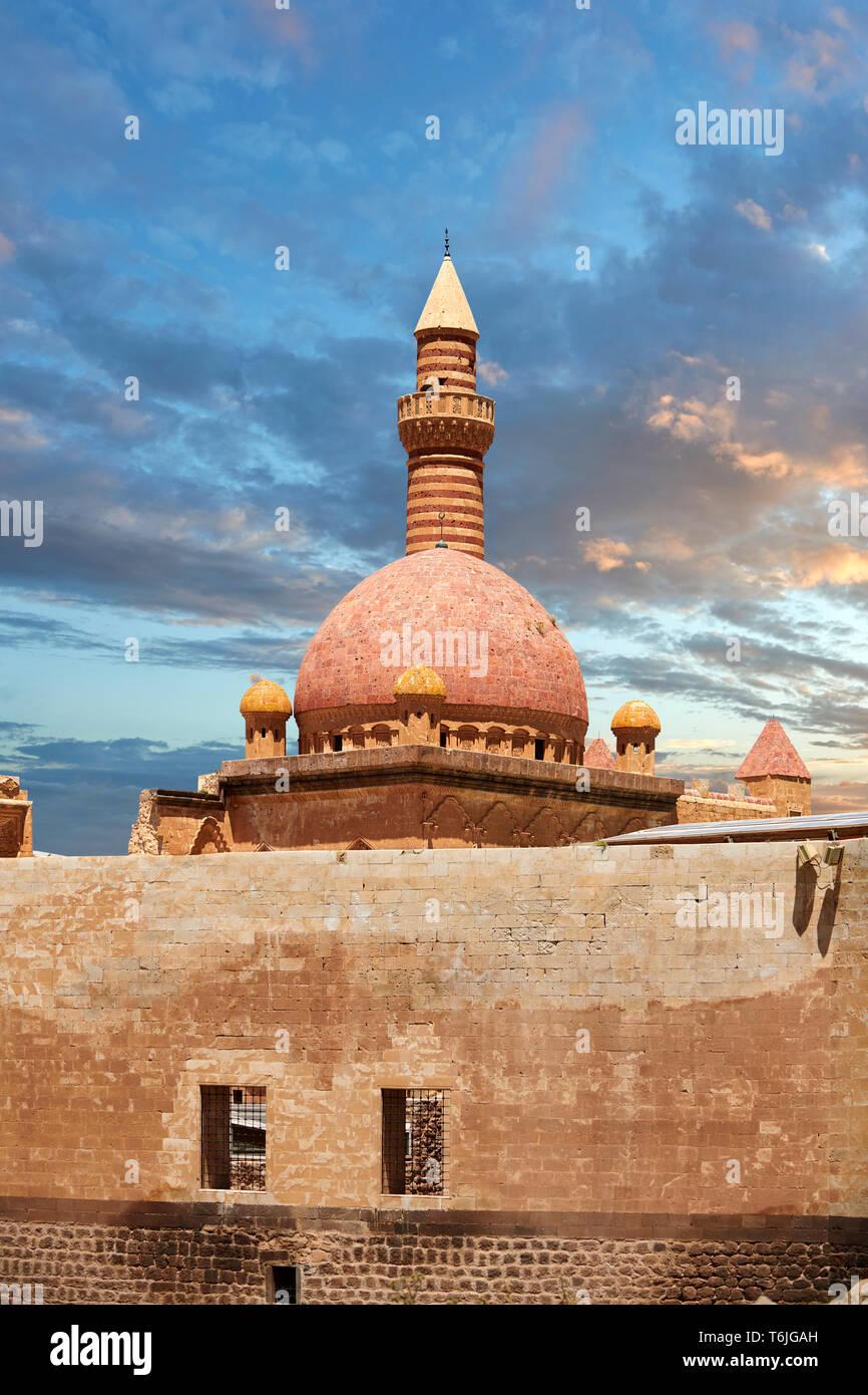 Minarete de la mosquée du 18ème siècle l'architecture ottomane de l'Ishak Pasha Palace (turc: İshak Paşa Sarayı) , Agrı Rhône Tur Banque D'Images