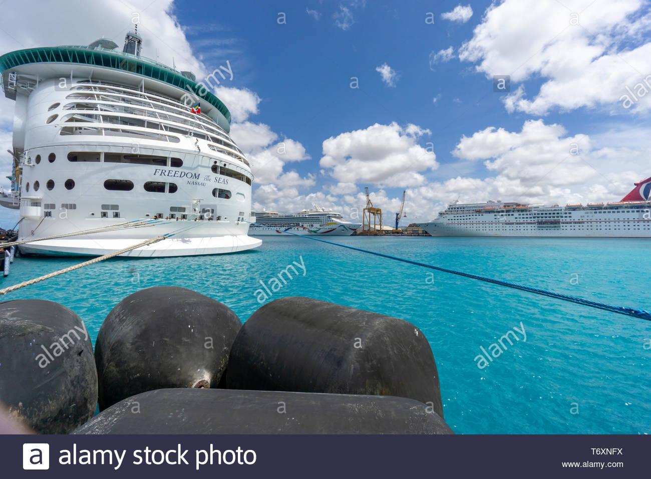 Trois navires de croisière au port à Bridgetown, à la Barbade, une île royaume de Commonwealth dans l'Atlantique Nord dans la région des Caraïbes. Banque D'Images