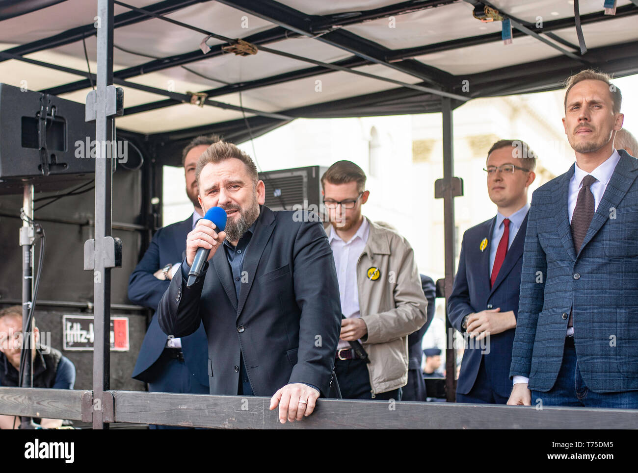 Varsovie / Pologne: (Konfederacja nationalistes KORWiN Braun Liroy Narodowcy) manifestant contre l'Union européenne. Photo Stock