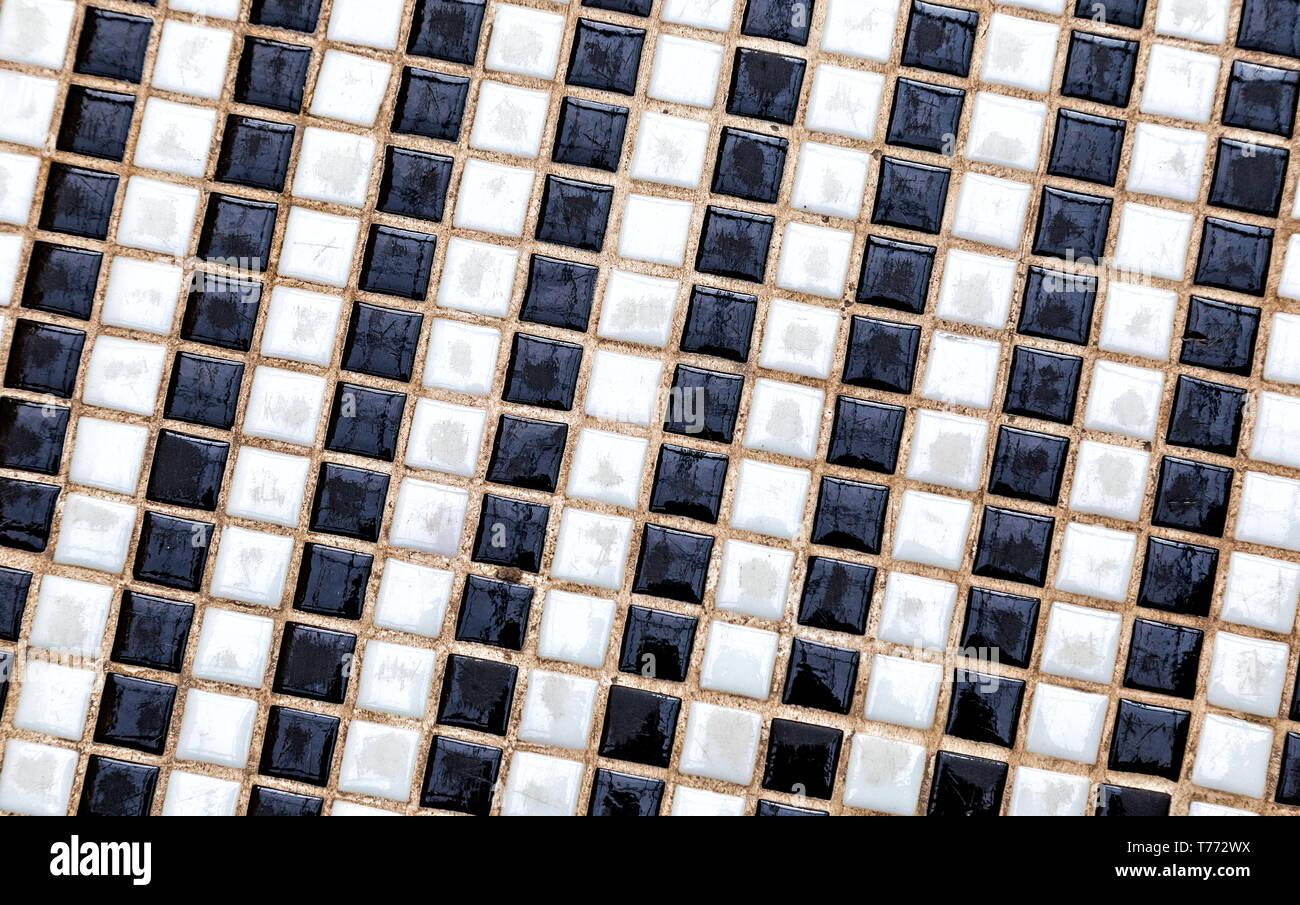 Noir et blanc carreaux colorés en céramique composition mosaïque motif de fond. Abstract texture mosaïque colorée Banque D'Images