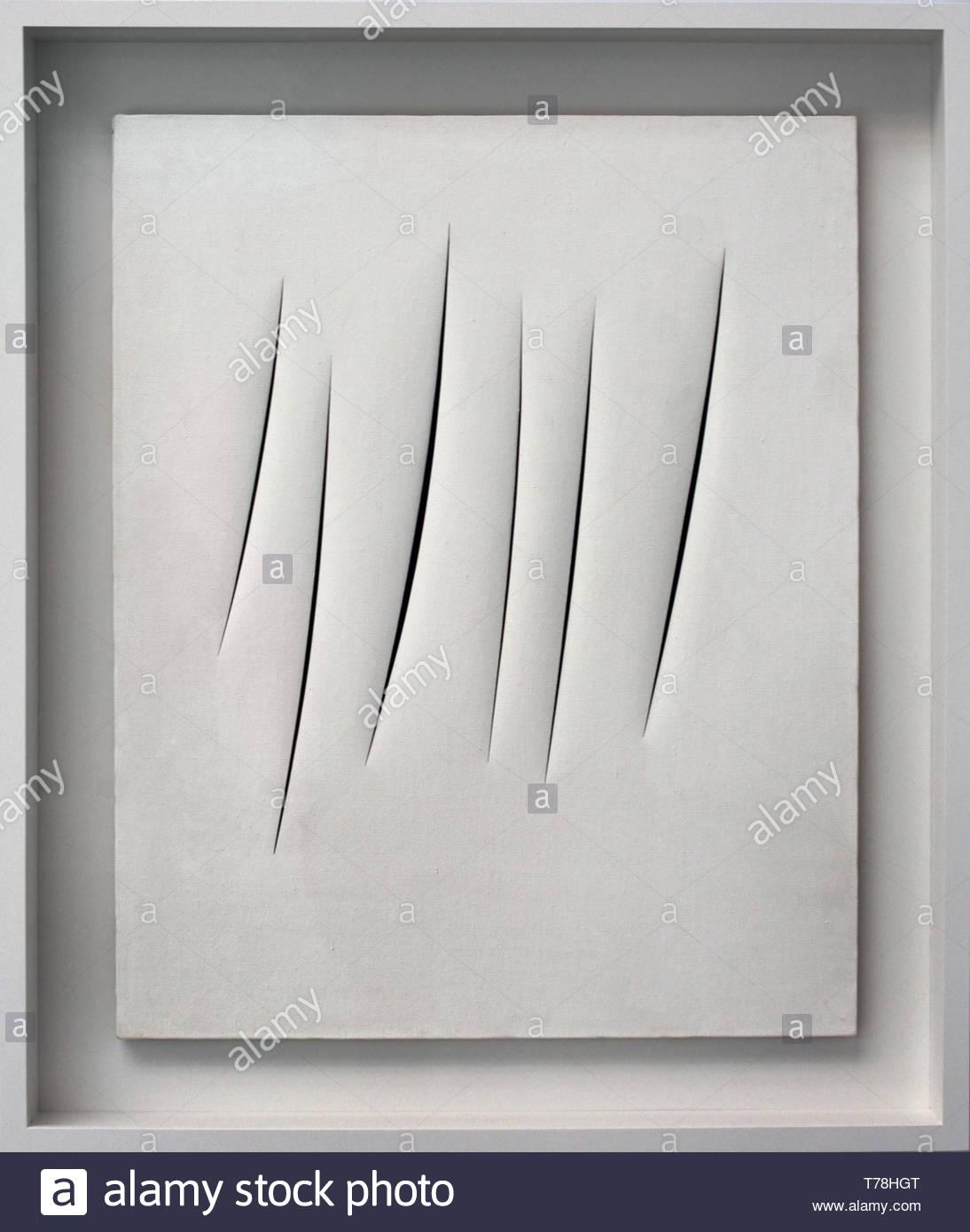 Concept Spatial Teatrino par Lucio Fontana né en Argentine Argentine 1899 Banque D'Images
