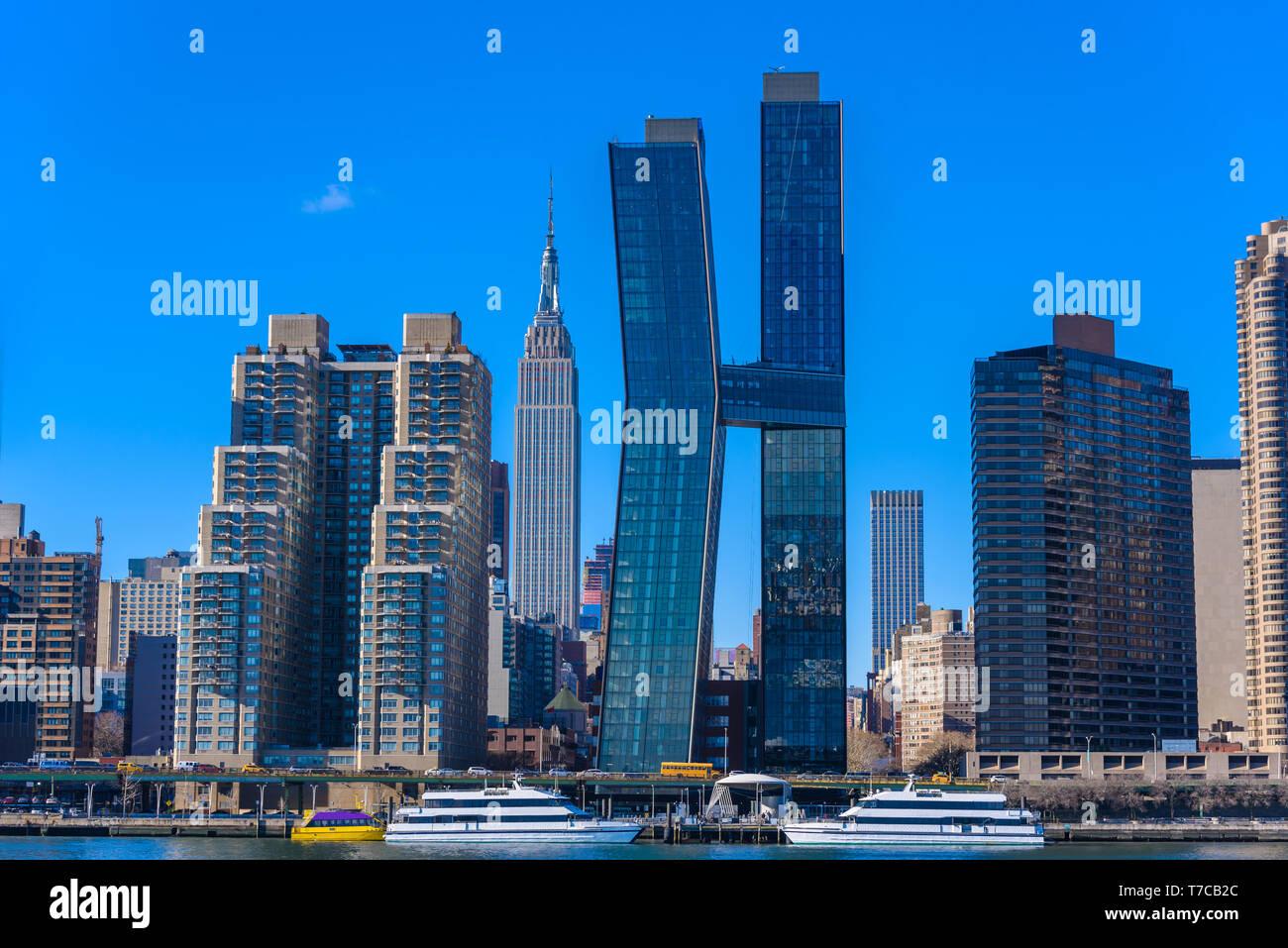 Vue de l'East Side River à l'Empire State Building - Manhattan Skyline de New York, USA Banque D'Images
