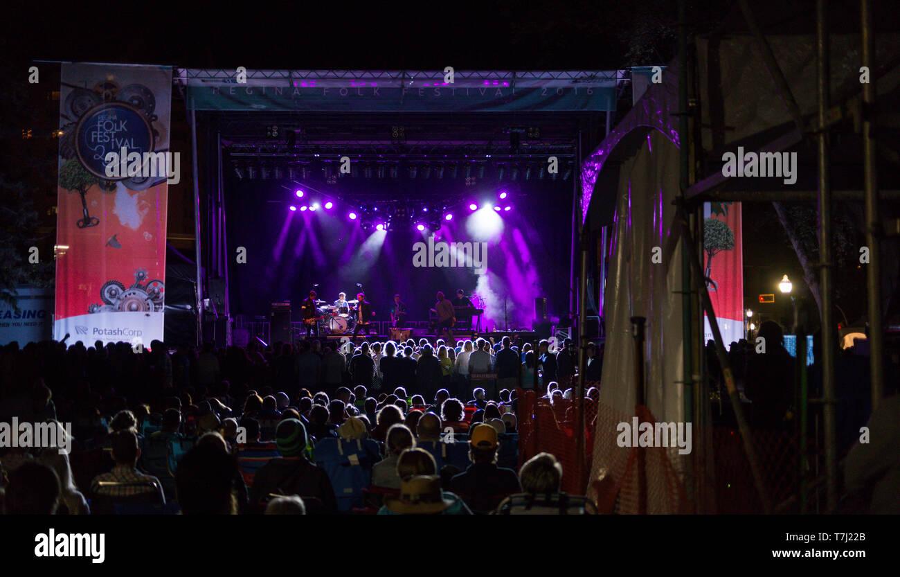 Têtes d'étage principal jouer au festival de musique d'foule au Regina Folk Festival en Saskatchewan, Canada Banque D'Images