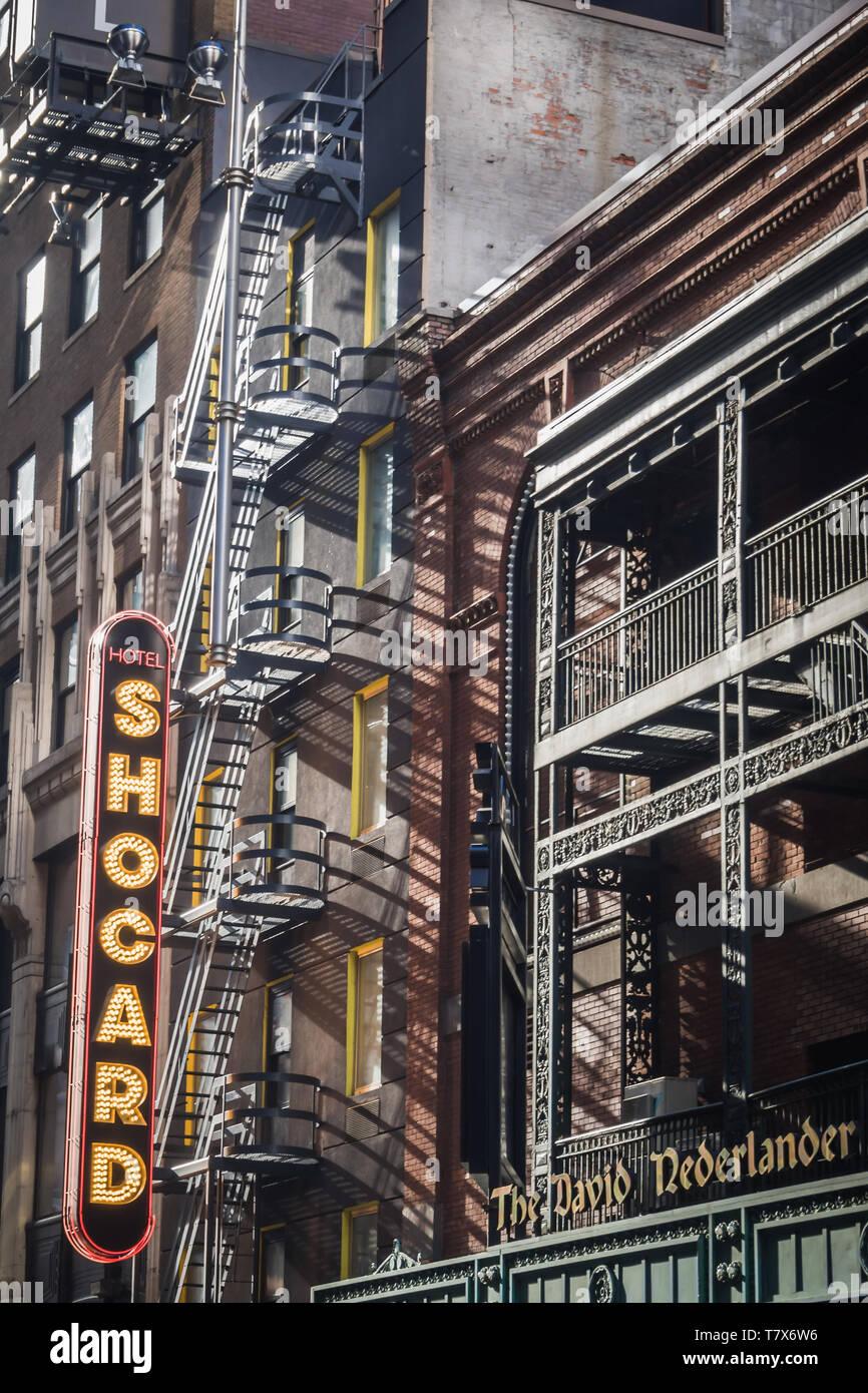 NEW YORK, USA - 24 février 2018: Le panneau extérieur de l'hôtel Shocard à Times Square à New York Banque D'Images