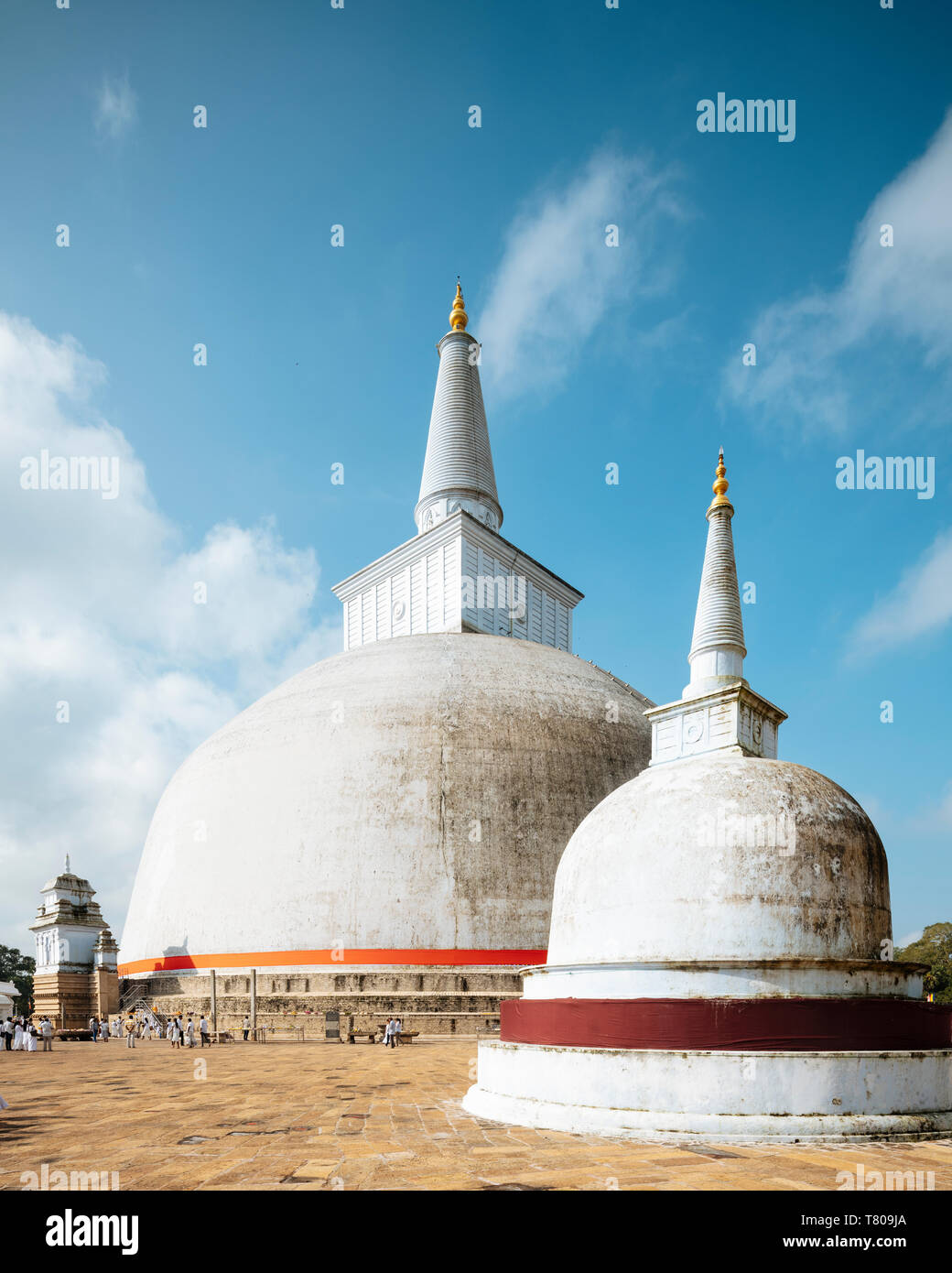Saya Ruwanweli Dagoba (Stupa de sable doré), Anuradhapura, UNESCO World Heritage Site, North Central Province, Sri Lanka, Asie Banque D'Images