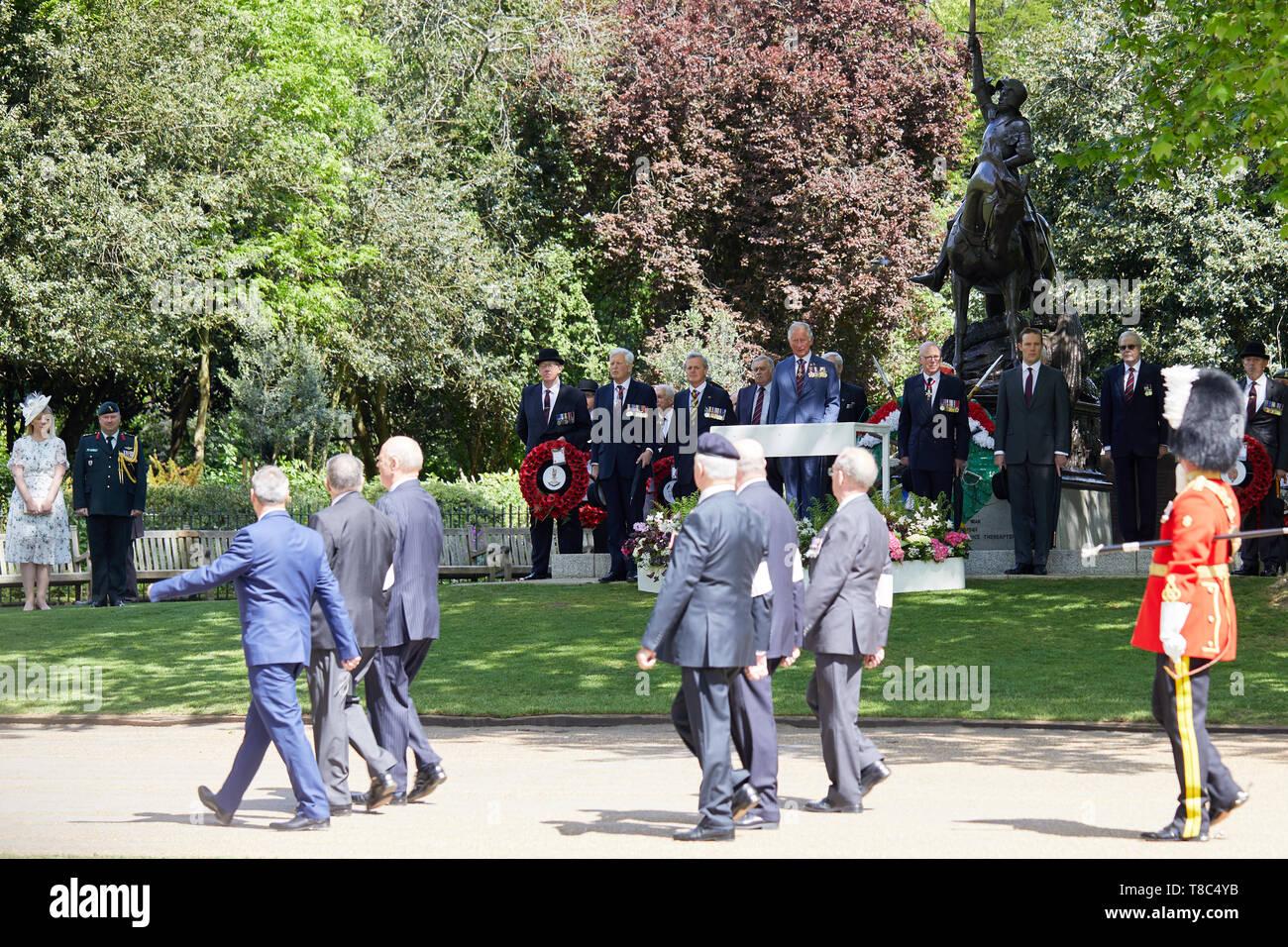Londres, Royaume-Uni - 12 mai 2019: Son Altesse Royale le Prince de Galles inspecte les cavaliers passés et présents dans le cadre de la 94e parade annuelle de l'Association anciens camarades de cavalerie dans Hyde Park. Photo Stock