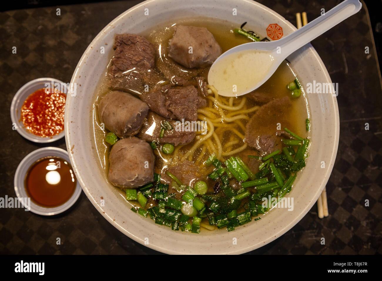 Un plat de nouilles de Singapour typique servi à Lau Pa Sat Food Court, à Singapour, en Asie du sud-est Banque D'Images