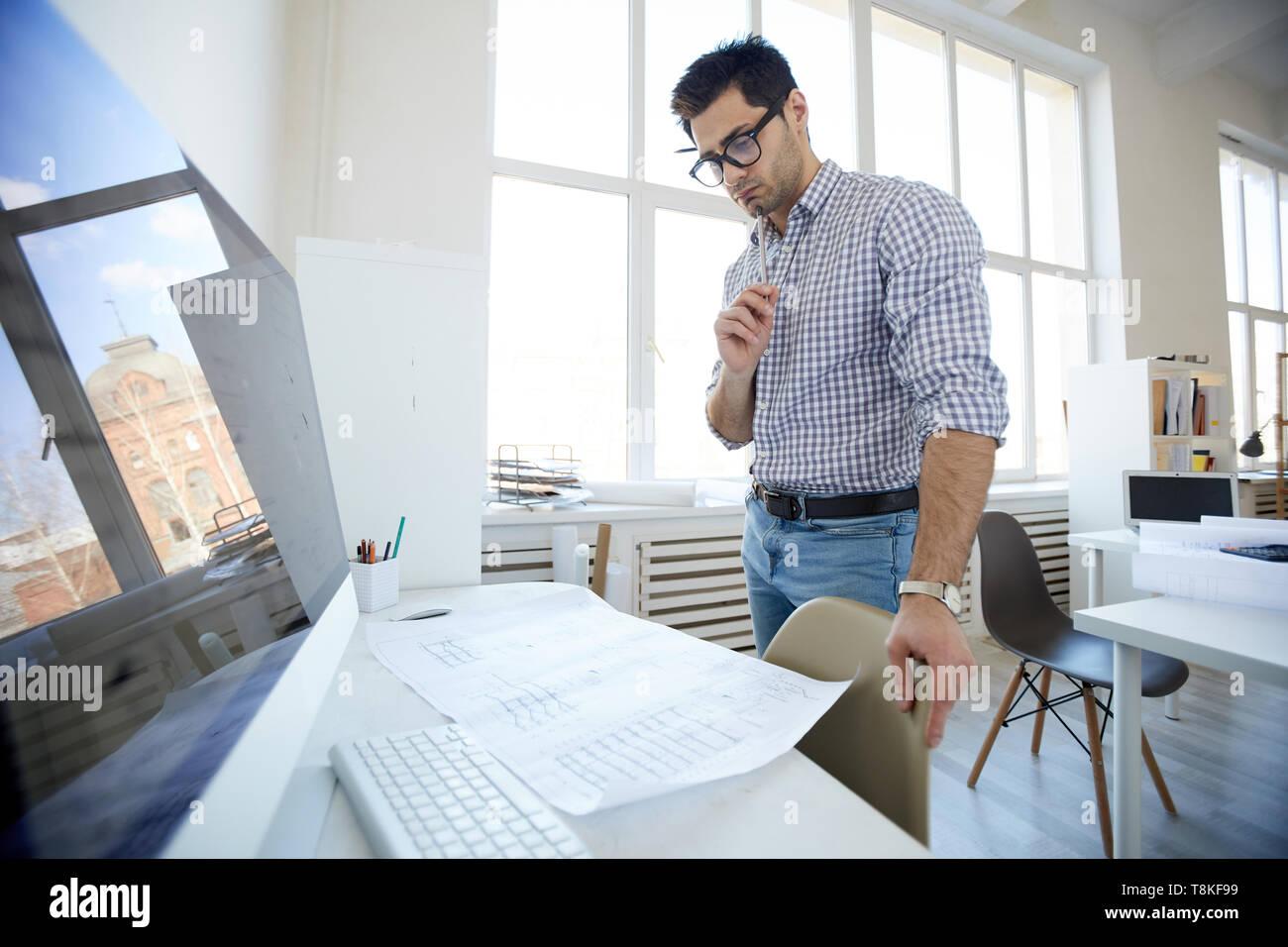 Ingénieur du Moyen-Orient sur le lieu de travail Banque D'Images