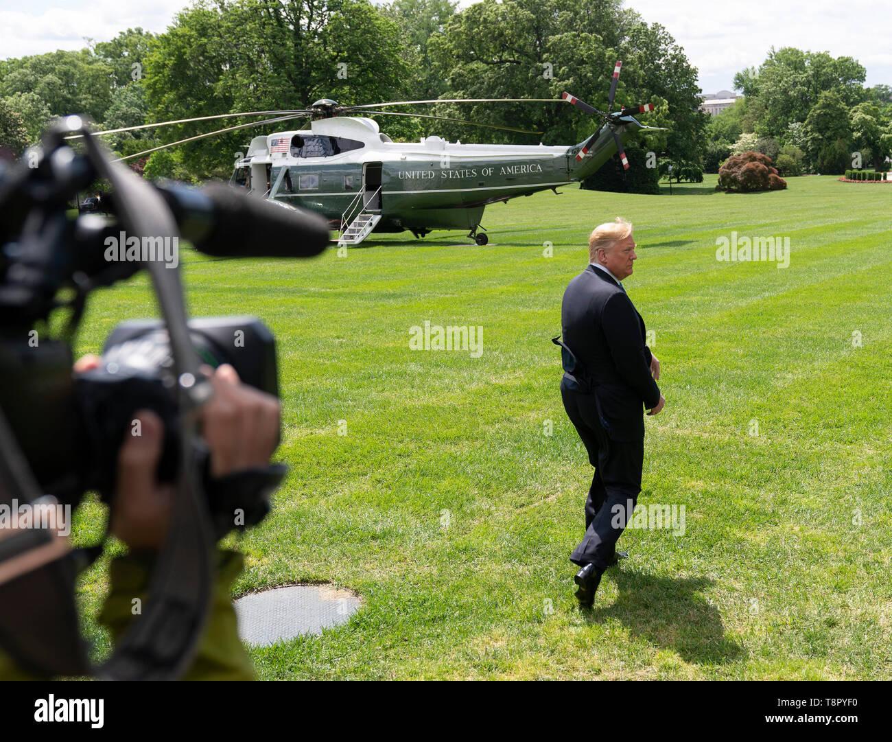 Le Président des Etats-Unis, Donald J. Trump quitte la Maison Blanche à Washington, DC, le 14 mai 2019, dirigé à des fins politiques et des événements de collecte de fonds en Louisiane. Crédit: Chris Kleponis/CNP /MediaPunch Banque D'Images