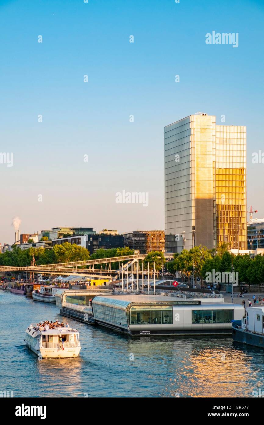 France, Paris, Les Bords De Seine, La Gare Port, La Piscine Joséphine Baker  Et La Bibliothèque François Mitterrand