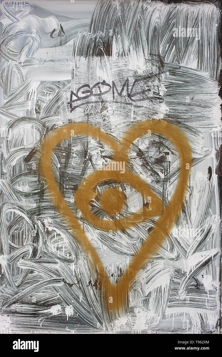 Graffity mur et fenêtre dans le centre ville de Paris Banque D'Images