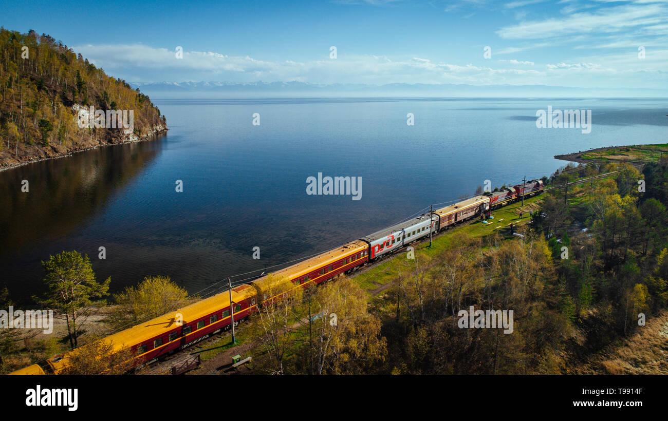 Chemin de fer transsibérien, au Lac Baikal, Sibérie, Russie Banque D'Images