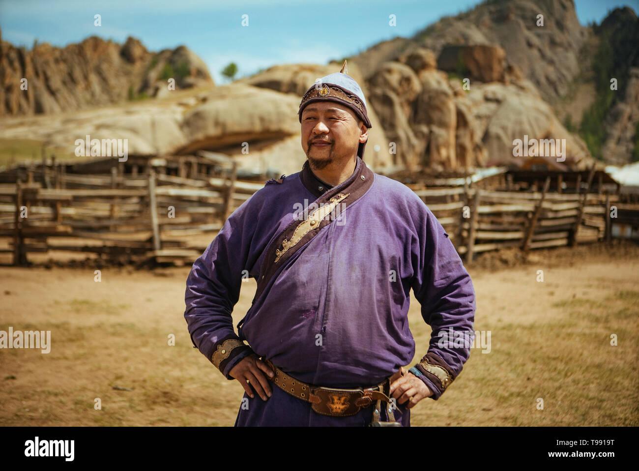 Nomad en costume traditionnel mongol, Suisse, désert de Gobi, Mongolie Banque D'Images