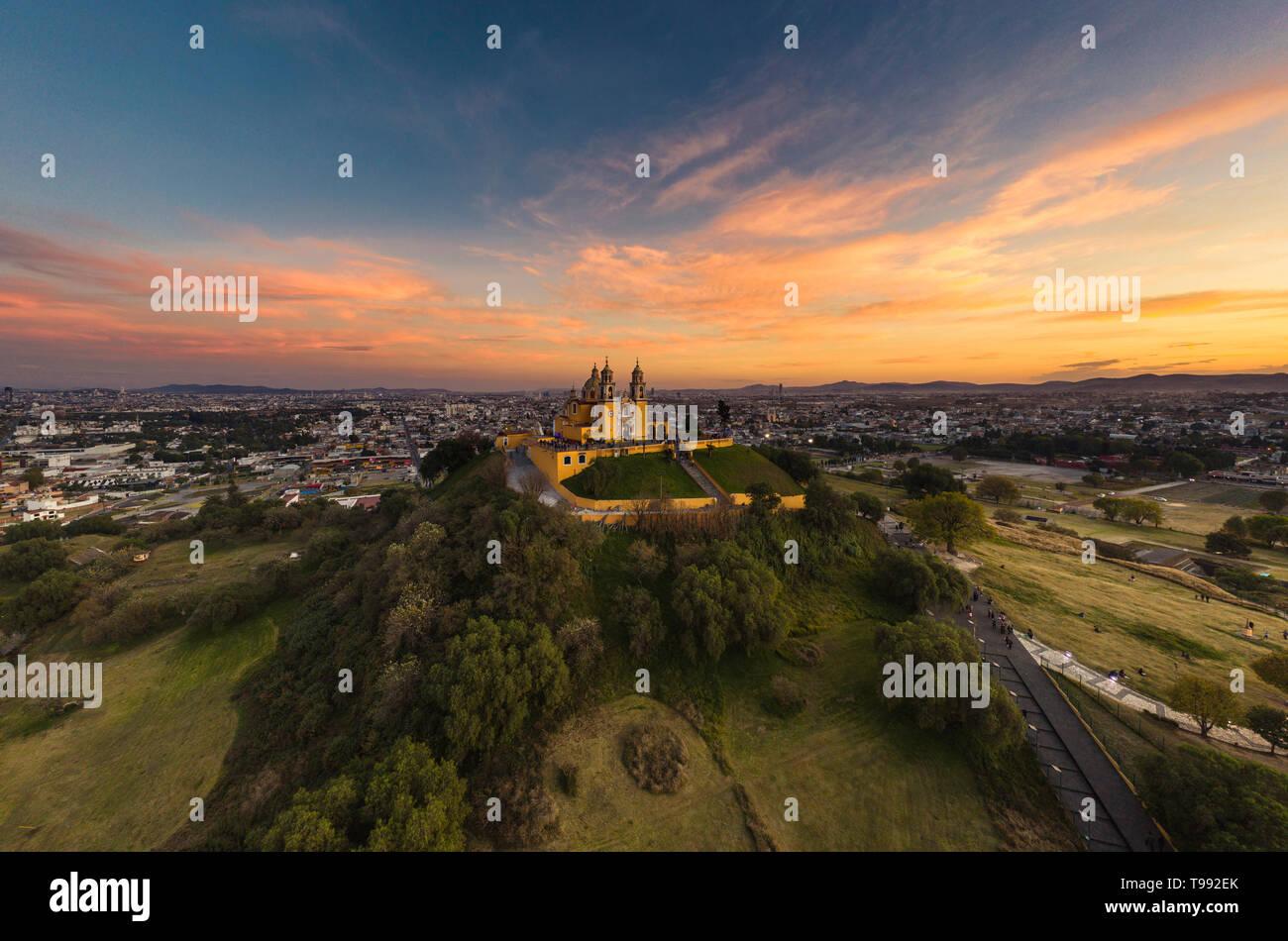 La grande pyramide de Cholula est la plus grande pyramide de Cholula, le monde de Rivadavia, Puebla, Mexique Banque D'Images