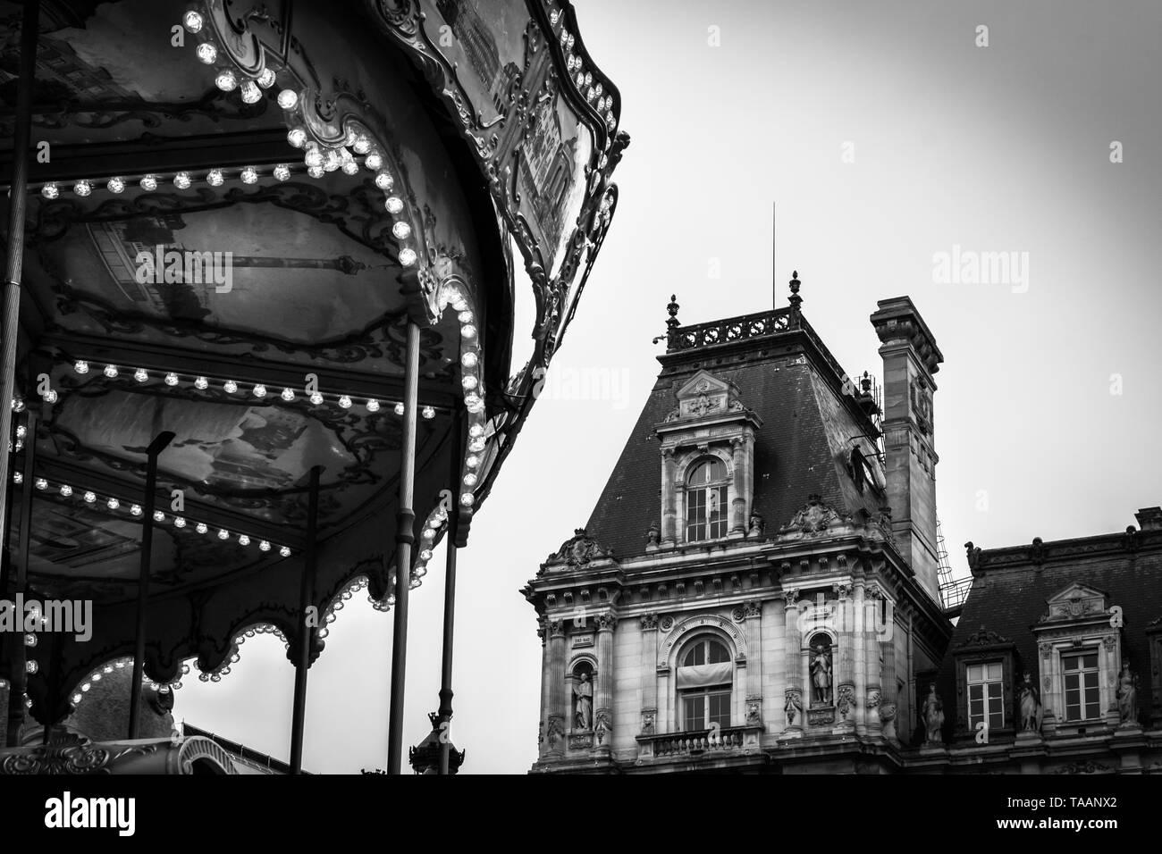 Paysage Vintage en noir et blanc contrasté du Carrousel de la Place de l'Hôtel de Ville de Paris Banque D'Images