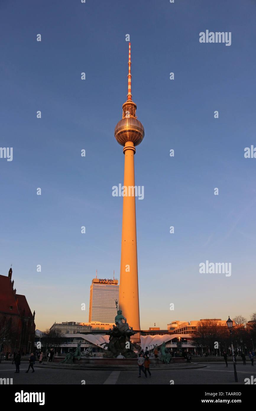 Berliner Fernsehturm - Berlin est très cool et ville inspirante. Son mélange d'histoire, d'art, d'expression, la créativité et la modernité pour le rendre unique. Photo Stock