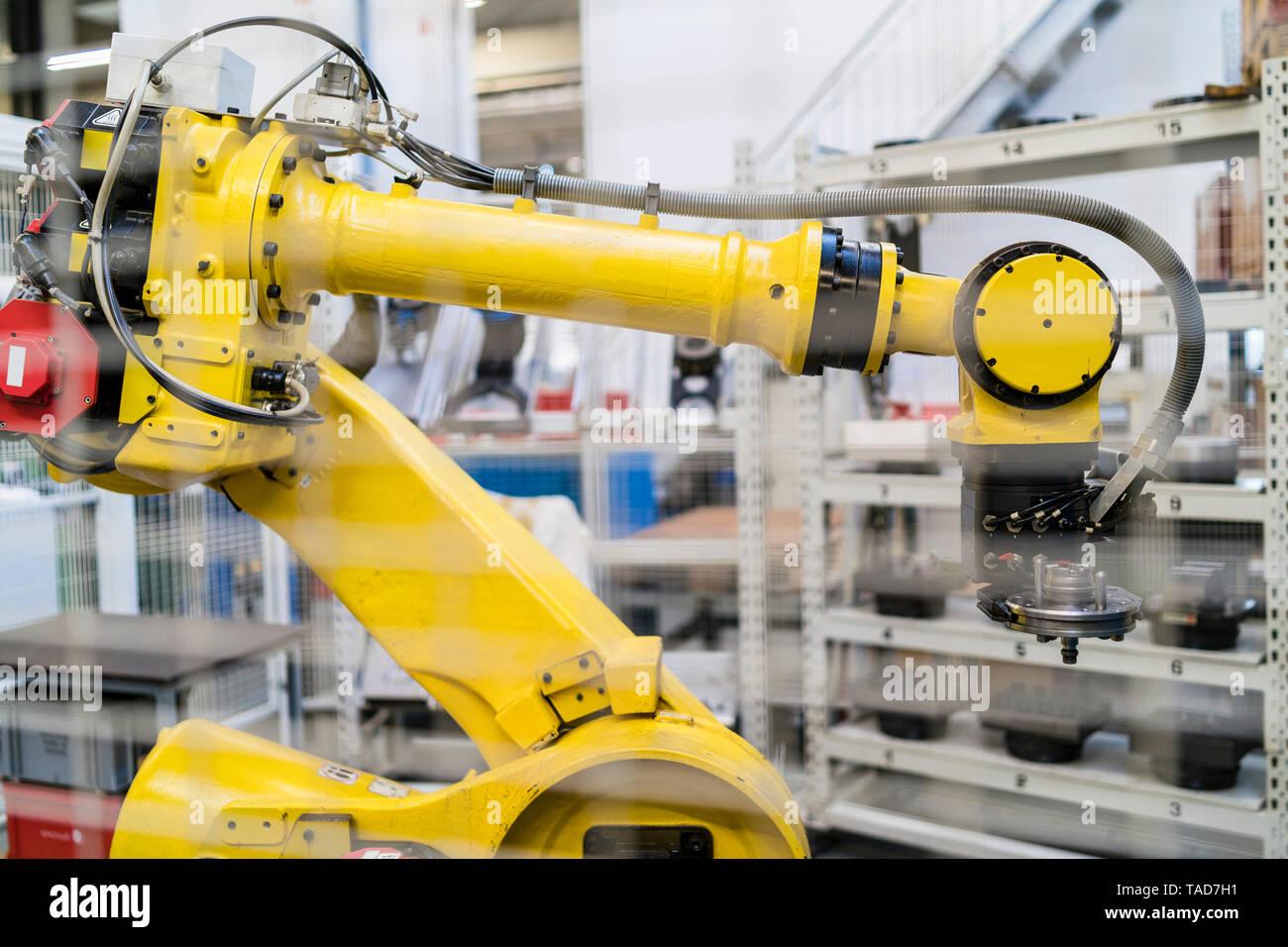 Robot industriel dans l'usine moderne Banque D'Images