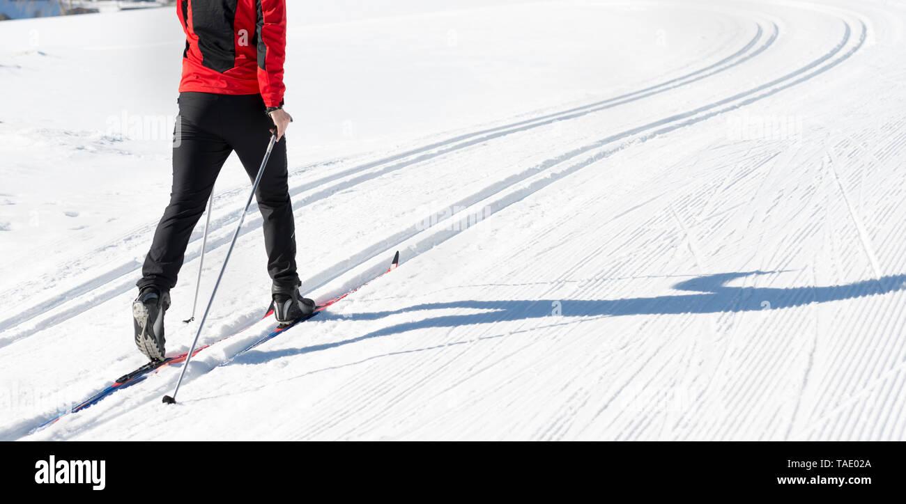 L'Autriche, le Tyrol, l'Achensee, close-up de l'homme faisant du ski de fond Banque D'Images