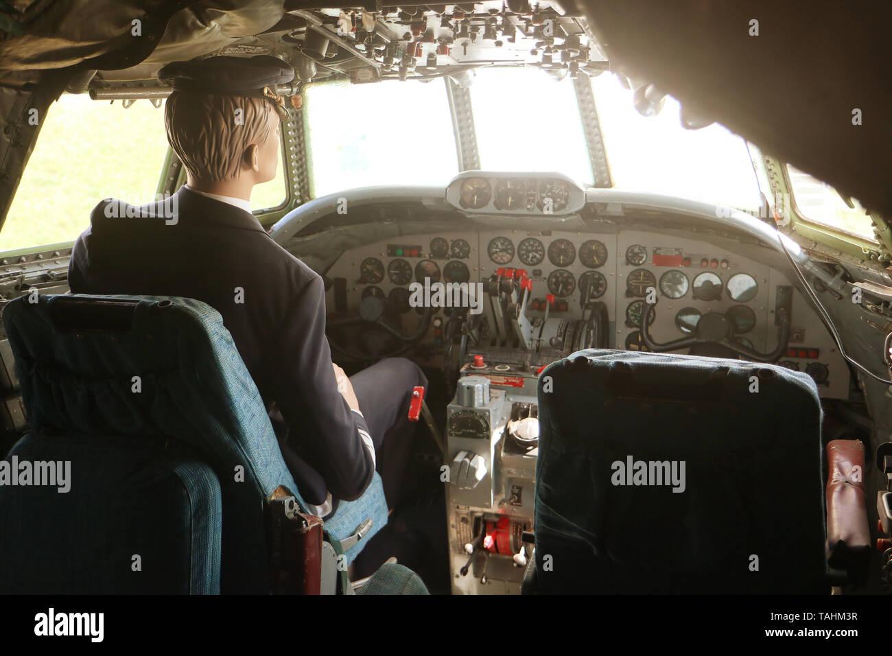 MUNICH, ALLEMAGNE - le 19 mai 2019 - le poste de pilotage (avec un mannequin conducteur) de l'Aéronefs historique le Lockheed L-1049 G Super Constellation de l'année 1955 Banque D'Images