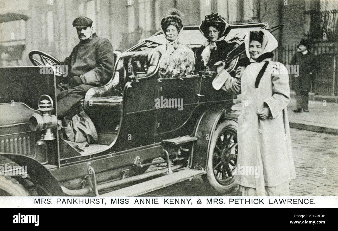 1092 PEFA, Pankhurst, Kenny et Pethick Lawrence, des suffragettes, Emmeline Pankhurst, Annie Kenney et Emmeline Pethick-Lawrence photographiés ensemble dans une automobile en 1910 Banque D'Images