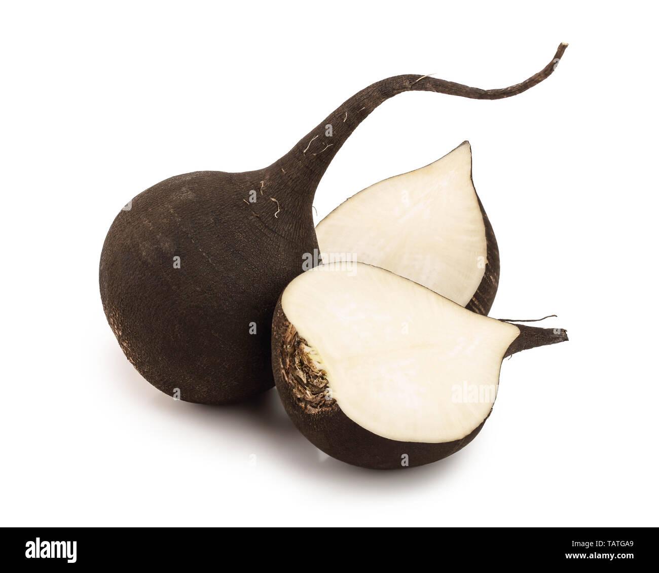 Le radis noir avec la moitié isolé sur fond blanc Photo Stock