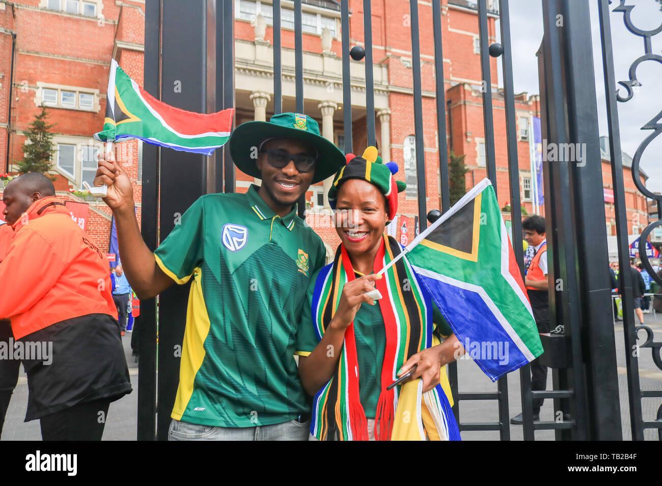 Londres, Royaume-Uni. 30 mai, 2019. Afrique du Sud fans fans arrivent à la Kia Oval Cricket Ground pour le match d'ouverture de la Coupe du Monde 2019 de la CPI entre l'Angleterre et l'Afrique: Crédit amer ghazzal/Alamy Live News Photo Stock