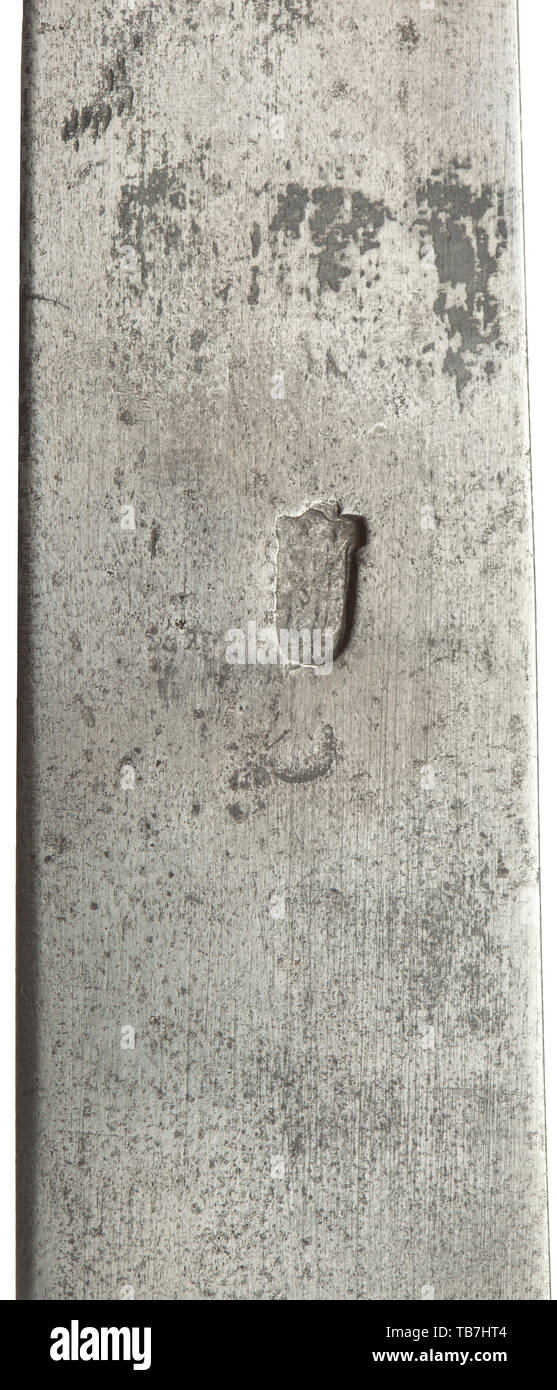Un crochet de la chasse allemande, 17e siècle, lame robuste avec arme à double point et mark smith sur l'inverse. Les quillons ciselés avec le pouce fixé sur deux côtés avec staghorn éléments. Main de fer, avec embout poignée-échelles naturelles staghorn. Pièces métalliques améliorées. Longueur 68 cm., historique historique du 17ème siècle, Additional-Rights Clearance-Info-Not-Available- Photo Stock