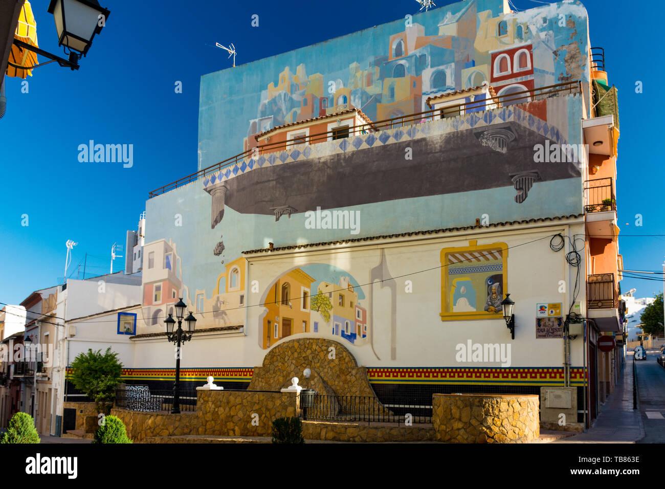 Calpe, Alicante, Espagne. 10 mai 2019: la place de moustiques. Fontaine et mur avec peinture effet visuel. Artiste: Elias Urbez, 1990 Photo Stock