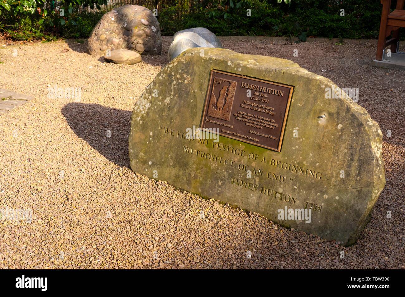 UN TOUR Jardin Commémoratif Plaque