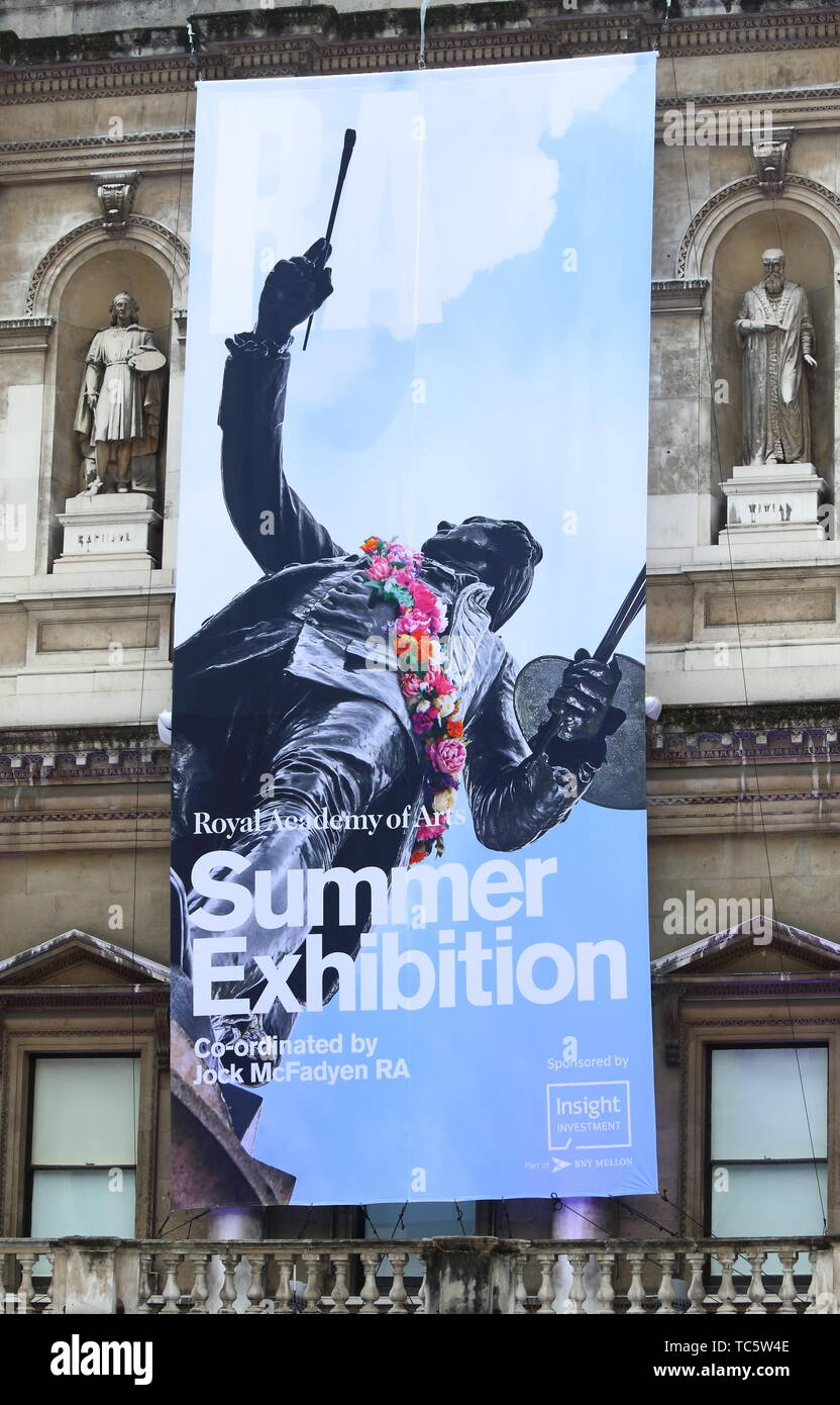 Londres. UK. Atmosphère à Royal Academy of Arts Exposition de l'été 2019, parti d'aperçu à la Royal Academy, Piccadilly, Londres le 4 juin 2019 Ref: CMT73-J5007-050619 Keith Mayhew /Media Historique WWW.LMKMEDIA.COM Banque D'Images