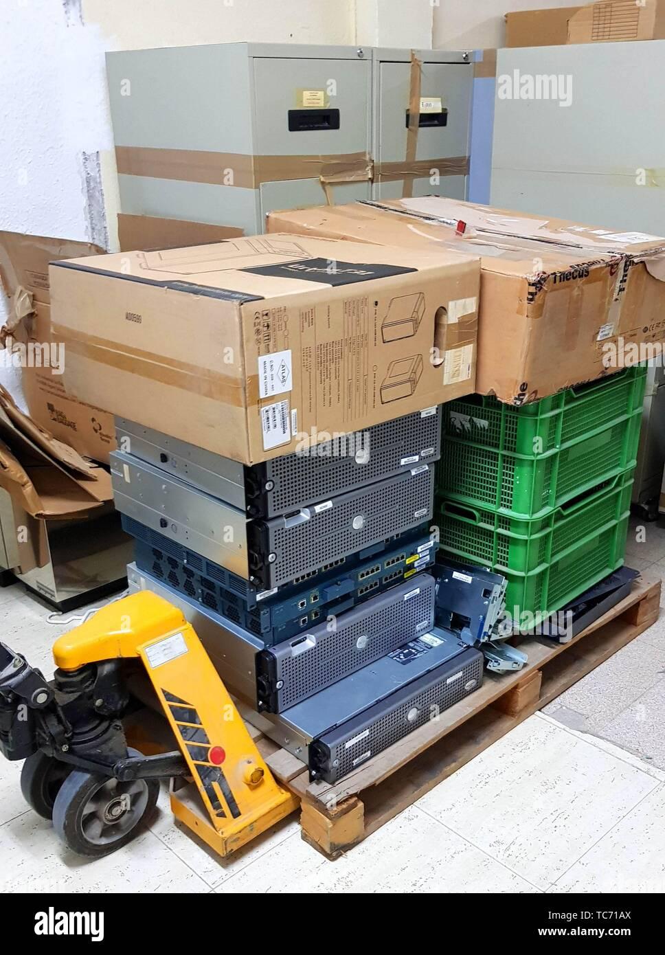 Matériel informatique obsolète prêt pour le recyclage. Banque D'Images