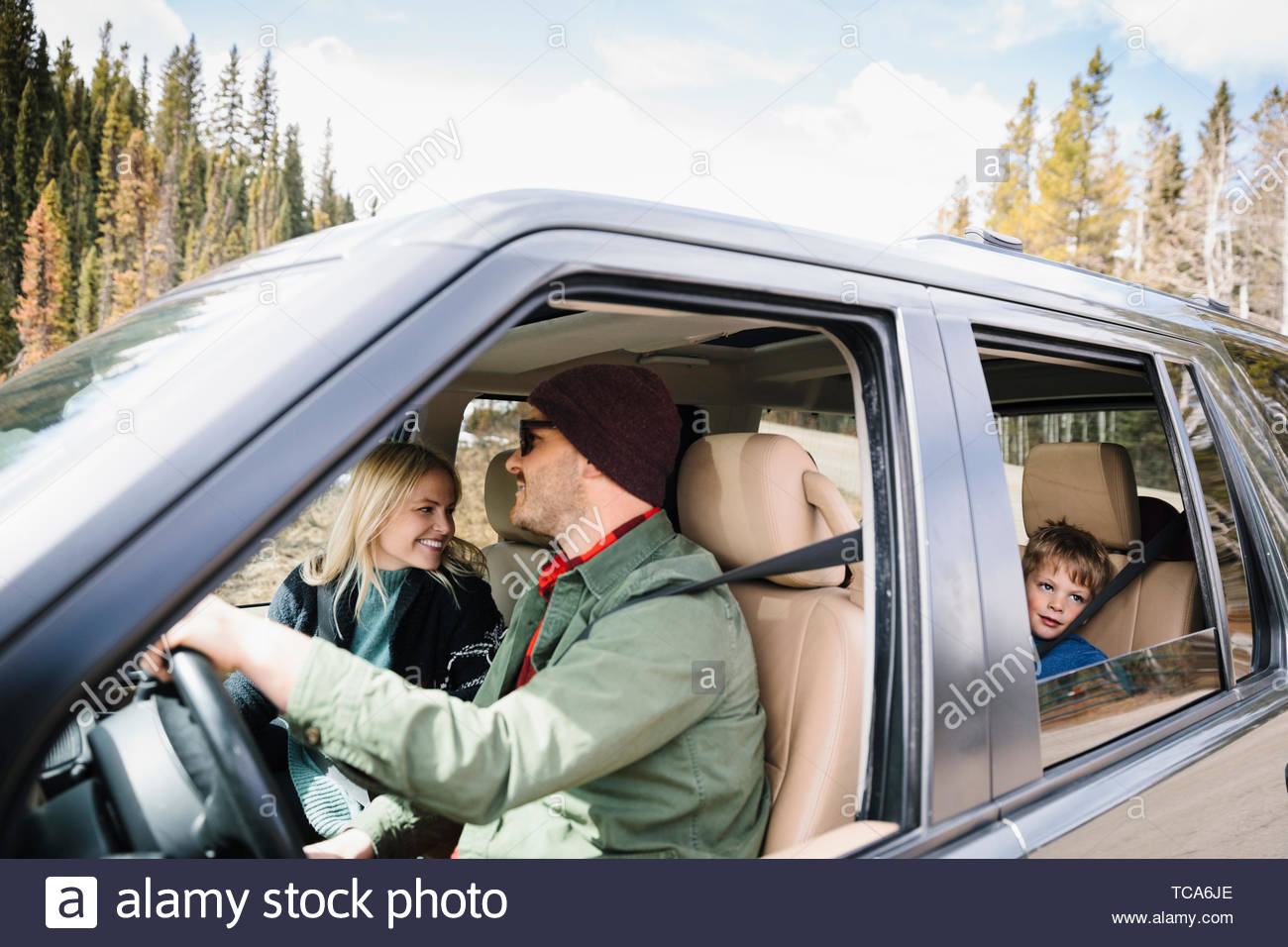 Famille sur road trip in SUV Photo Stock