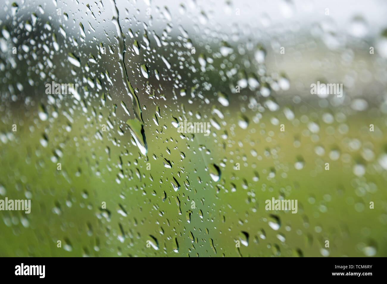 Gouttes de pluie sur une fenêtre Photo Stock