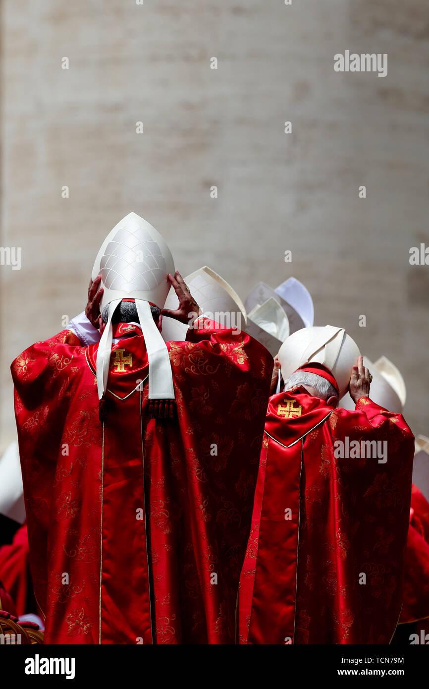 Cité du Vatican, Rome, Italie. 9 juin, 2019. Le pape François célèbre la messe de la Pentecôte sur la Place Saint-Pierre au Vatican. Credit: Evandro Inetti/ZUMA/Alamy Fil Live News Photo Stock