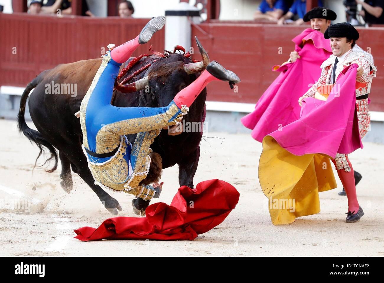 Madrid, Espagne. 09Th Juin, 2019. Le droitier Roman Collado c'est imposé par le premier taureau de son lot, dans l'arène de Las Ventas, Madrid, Espagne, 09 juin 2019. Credit: Ballesteros/EFE/Alamy Live News Photo Stock